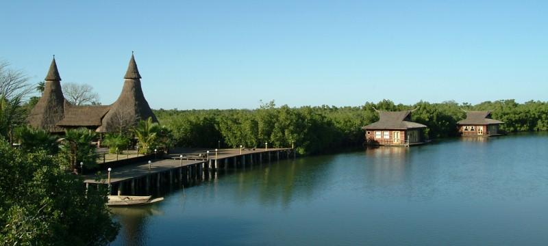Mandina River Lodge - River Front