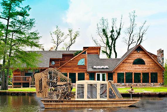 AA Waterfront Lodge